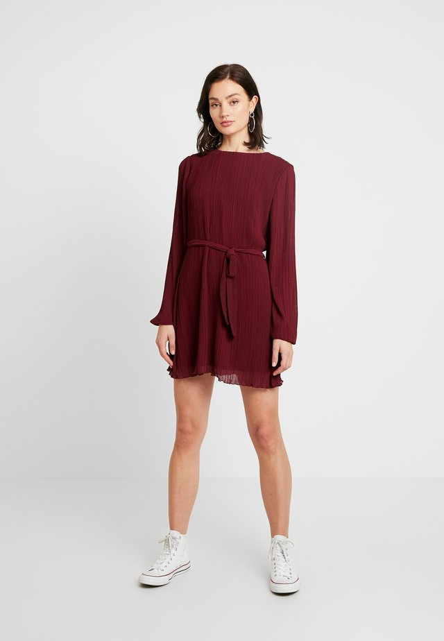 BELTED STRUCTURE DRESS - Day dress - burgundy