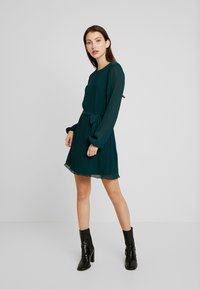 Nly by Nelly - BELTED STRUCTURE DRESS - Vardagsklänning - green - 3