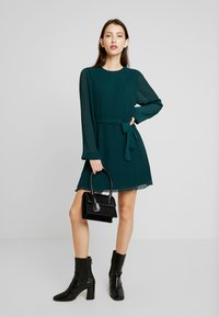 Nly by Nelly - BELTED STRUCTURE DRESS - Vardagsklänning - green - 2