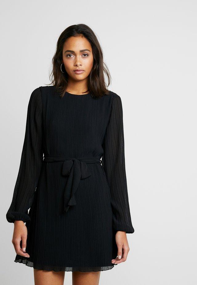 BELTED STRUCTURE DRESS - Freizeitkleid - black