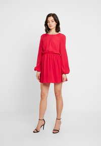 Nly by Nelly - VOLUME BACK FOCUS DRESS - Kjole - red - 2