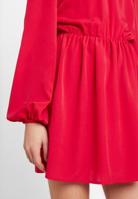 Nly by Nelly - VOLUME BACK FOCUS DRESS - Kjole - red - 6