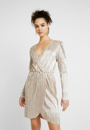 SHINY PLEATED DRESS - Juhlamekko - gold