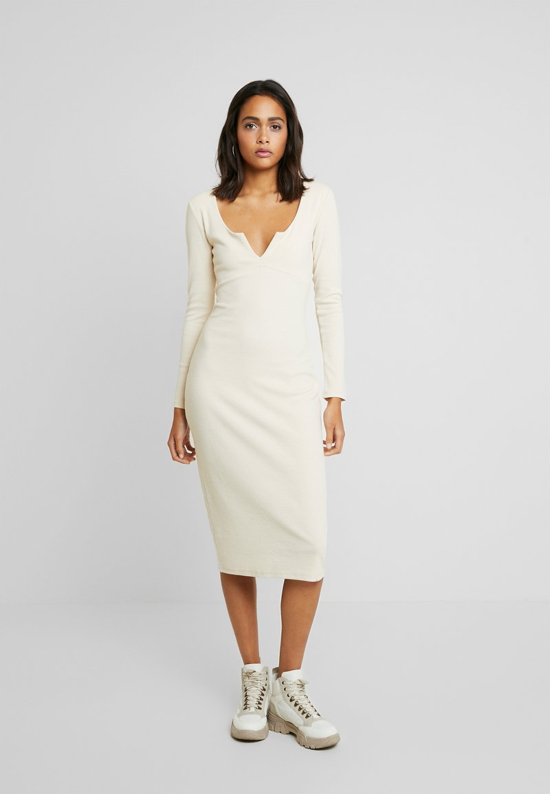 Nly by Nelly - MIDI DRESS - Žerzejové šaty - creme
