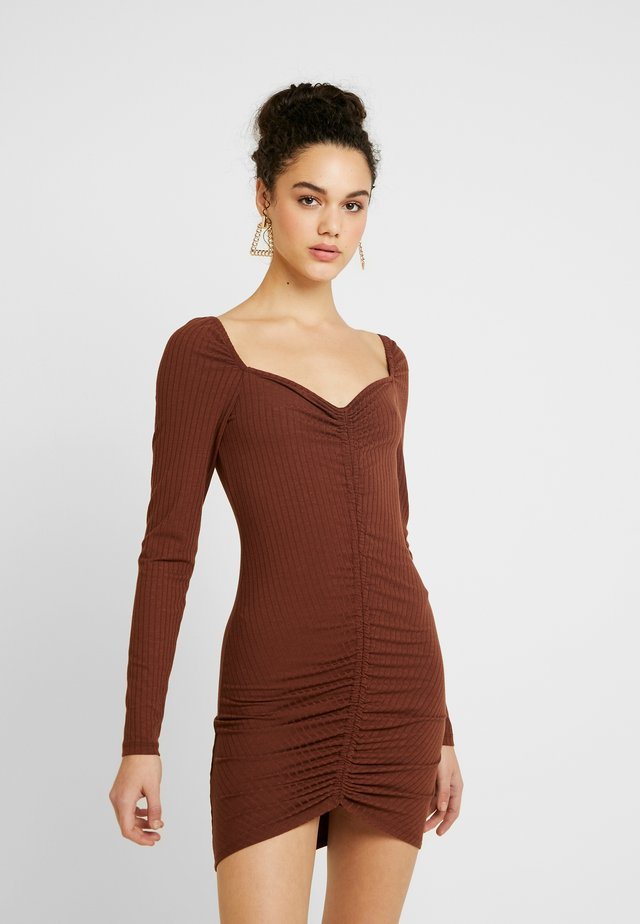 ROUCHED DRESS - Etuikleid - brown