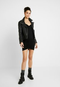 Nly by Nelly - ROUCHED DRESS - Fodralklänning - black - 2