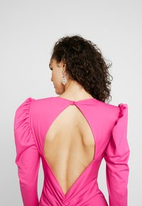 Nly by Nelly - OPEN BACK PUFF DRESS - Cocktailjurk - cerise - 4