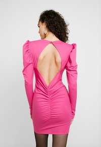 Nly by Nelly - OPEN BACK PUFF DRESS - Cocktailjurk - cerise - 3