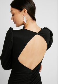 Nly by Nelly - OPEN BACK PUFF DRESS - Cocktailkjole - black - 5