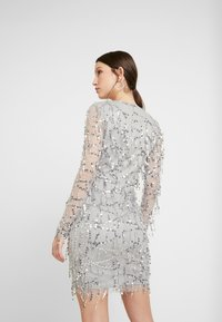 Nly by Nelly - FRINGE BODYCON DRESS - Juhlamekko - silver - 3
