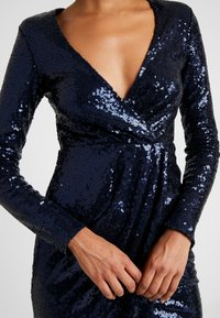 Nly by Nelly - SEQUIN WRAP GOWN - Ballkjole - navy - 4