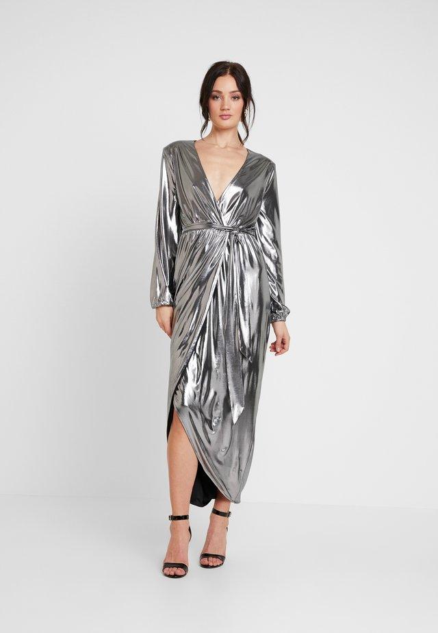 METALLIC WRAP GOWN - Společenské šaty - silver