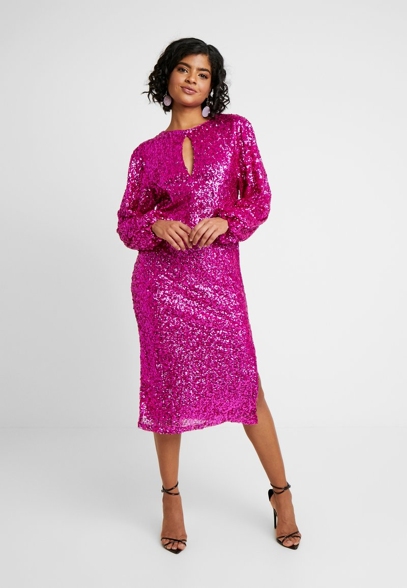 Nly by Nelly - BOLD SLEEVE SEQUIN DRESS - Cocktail dress / Party dress - fuchsia