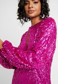 Nly by Nelly - BOLD SLEEVE SEQUIN DRESS - Cocktail dress / Party dress - fuchsia - 4