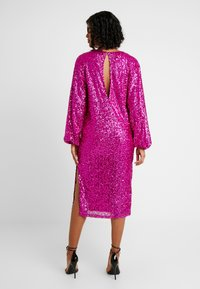 Nly by Nelly - BOLD SLEEVE SEQUIN DRESS - Cocktail dress / Party dress - fuchsia - 2