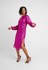 Nly by Nelly - BOLD SLEEVE SEQUIN DRESS - Cocktail dress / Party dress - fuchsia - 1