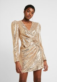 Nly by Nelly - PUFFY POWER SEQUIN DRESS - Cocktailkjole - gold - 0