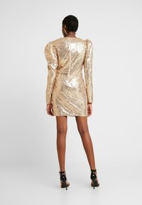 Nly by Nelly - PUFFY POWER SEQUIN DRESS - Cocktailkjole - gold - 2
