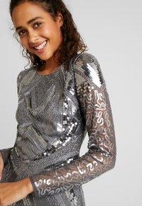 Nly by Nelly - LOVE THAT DRESS - Sukienka koktajlowa - silver - 6