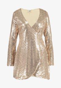 Nly by Nelly - WRAP SEQUIN DRESS - Koktejlové šaty/ šaty na párty - champagne - 4