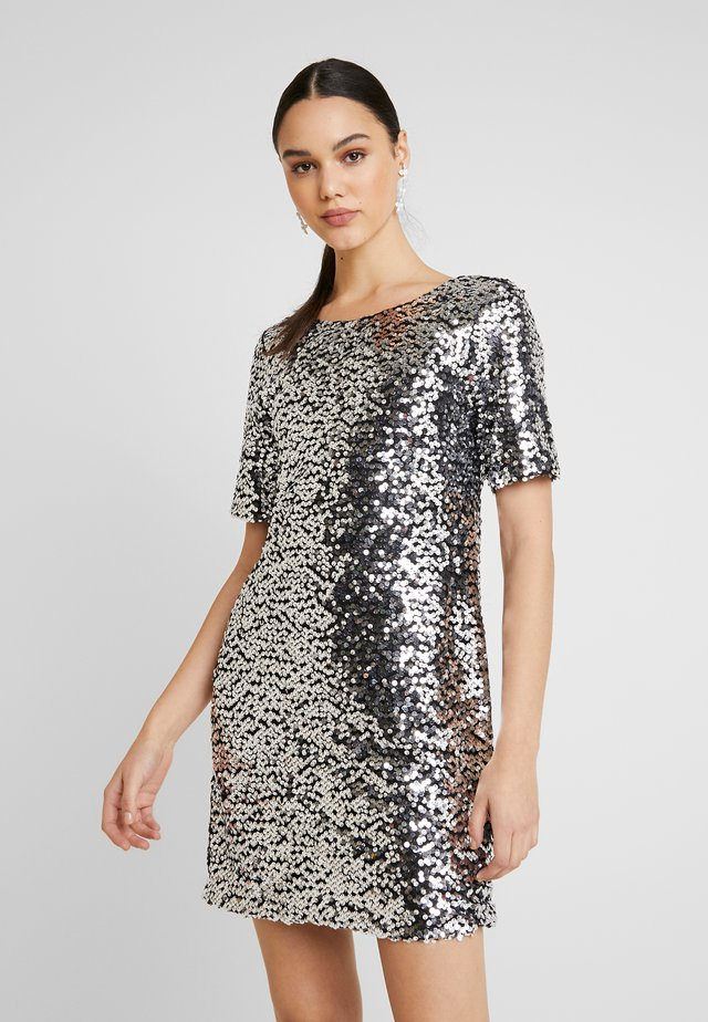 SEQUIN SHIFT DRESS - Vestido de cóctel - silver