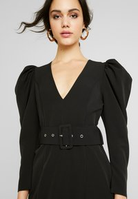 Nly by Nelly - BELTED PUFF DRESS - Cocktailkjole - black - 3