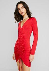 Nly by Nelly - DRAWSTRING SLINKY DRESS - Sukienka koktajlowa - red - 0