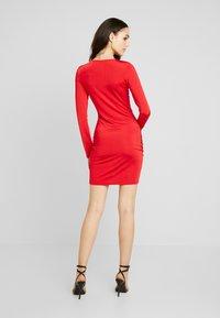 Nly by Nelly - DRAWSTRING SLINKY DRESS - Sukienka koktajlowa - red - 2