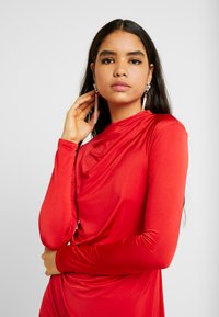 Nly by Nelly - DRAPE NECK DRESS - Sukienka koktajlowa - red - 3