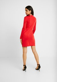 Nly by Nelly - DRAPE NECK DRESS - Sukienka koktajlowa - red - 2