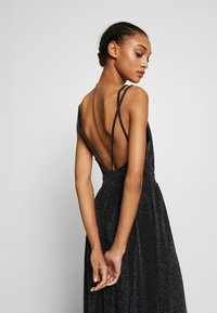 Nly by Nelly - GLITTER DOUBLE SLIT DRESS - Robe de cocktail - black - 3