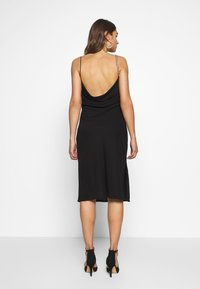 Nly by Nelly - CHAIN STRAP DRESS - Koktejlové šaty / šaty na párty - black - 2
