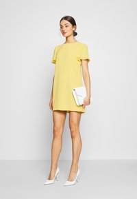 Nly by Nelly - FRILL PUFF SLEEVE DRESS - Robe d'été - light yellow - 2