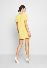 Nly by Nelly - FRILL PUFF SLEEVE DRESS - Robe d'été - light yellow - 3