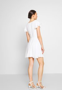 Nly by Nelly - DOUBLE FLOUNCE SLEEVE DRESS - Robe de soirée - white - 2