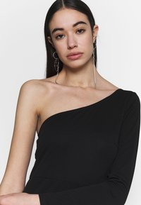 Nly by Nelly - IRRESISTIBLE ONE SHOULDER GOWN - Abito da sera - black - 3
