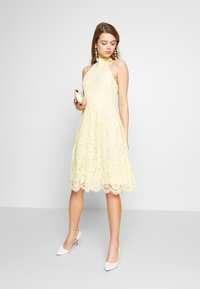 Nly by Nelly - BLINDING DRESS - Cocktailklänning - light yellow - 1