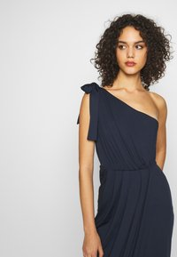 Nly by Nelly - ONE SHOULDER GOWN - Vestido de fiesta - navy - 5