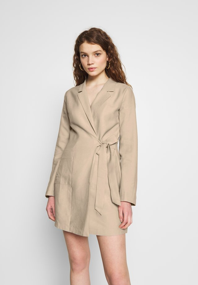 WRAP SUIT DRESS - Vestido informal - beige