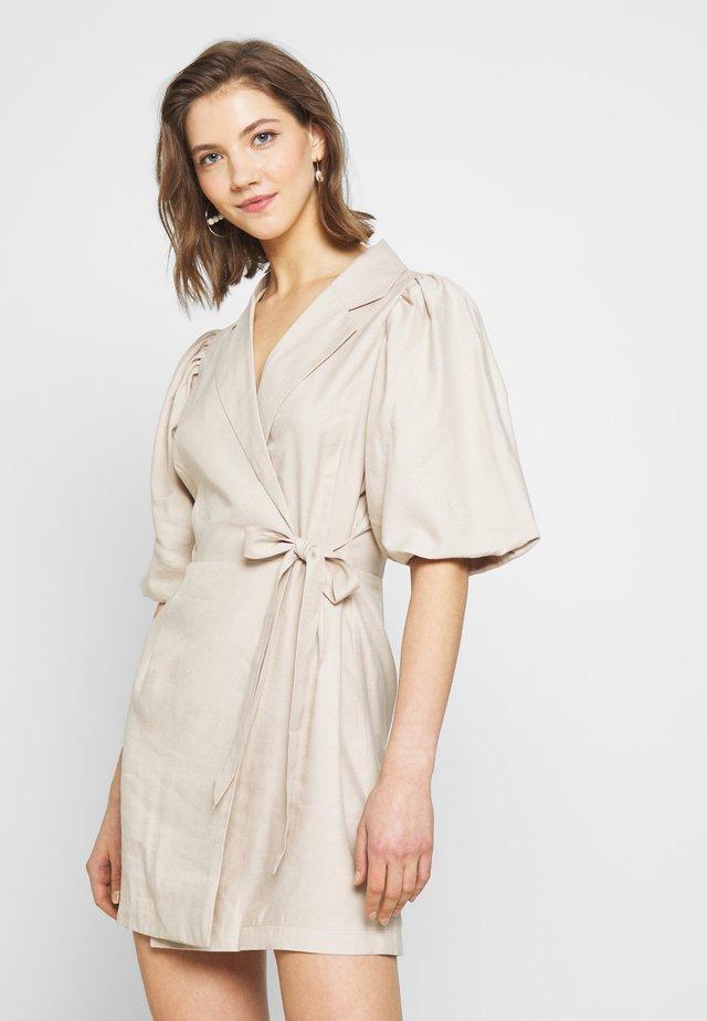 CUTE PUFF MINI DRESS - Denní šaty - beige