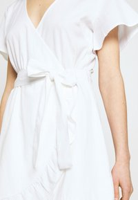 Nly by Nelly - WRAPPED FRILL DRESS - Kjole - white - 5