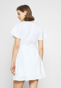 Nly by Nelly - WRAPPED FRILL DRESS - Kjole - white - 2