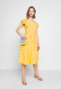 Nly by Nelly - DOUBLE FLOUNCE MIDI DRESS - Iltapuku - yellow - 1