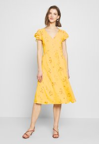 Nly by Nelly - DOUBLE FLOUNCE MIDI DRESS - Iltapuku - yellow - 0