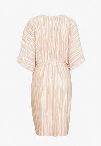 Nly by Nelly - PLEATED KIMONO DRESS - Vestito elegante - champagne - 1