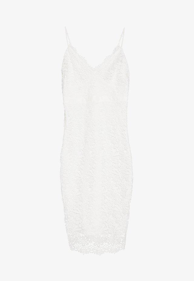 BODYCON DRESS - Pouzdrové šaty - white