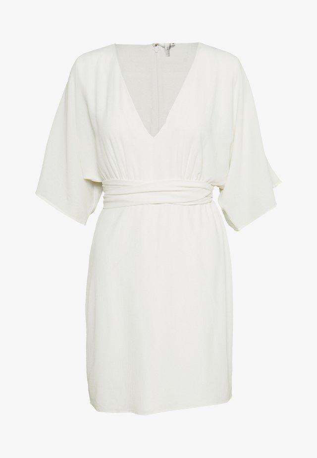 KIMONO BOW DRESS - Denní šaty - white