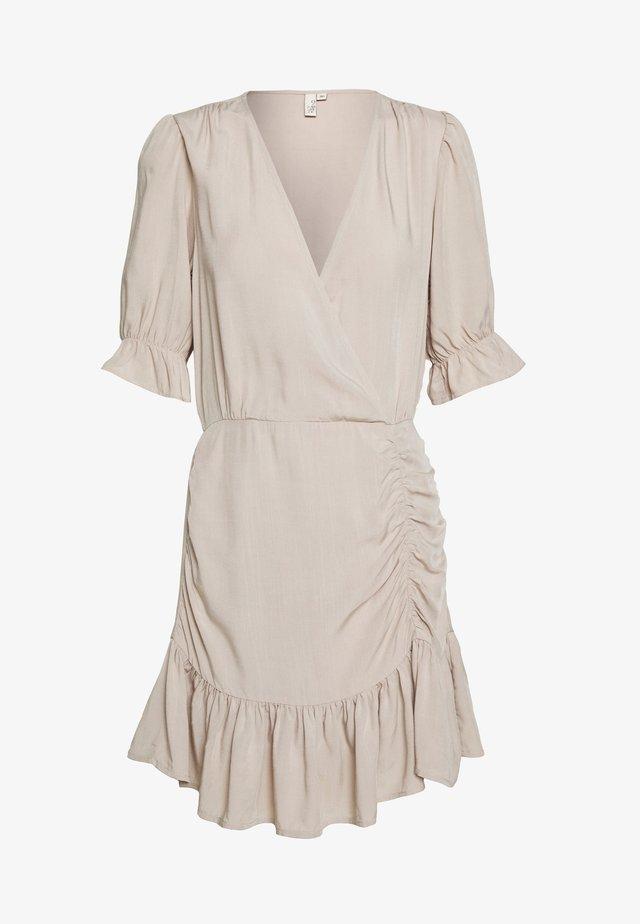 FLIRTY RUCHED DRESS - Vestido informal - beige