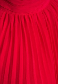 Nly by Nelly - FLOWY PLEATED DRESS - Vestito elegante - red - 2