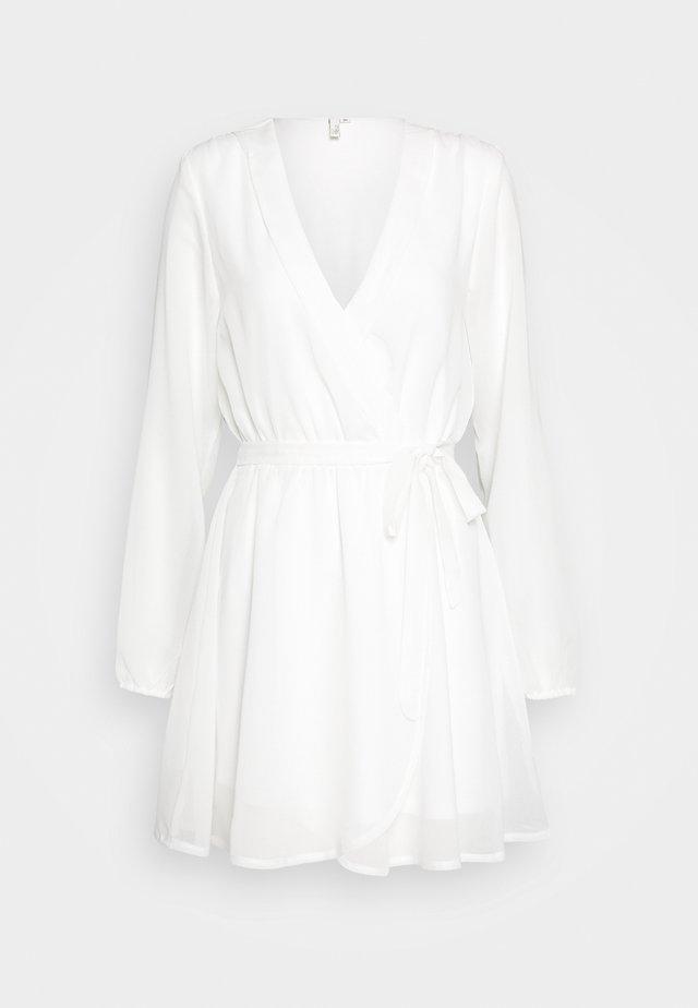 WRAPPED DRESS - Denní šaty - white